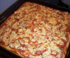Neapolská pizza s rajčaty a parmezánem