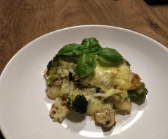 Zapečené noky s brokolicí, žampiony a modrým sýrem