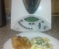 Pečené kuřátko s těstovinami a nivovou omáčkou