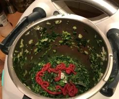 Listový čerstvý špenát nebo kopřiva po bulharsku