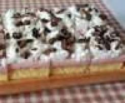 Jahodové řezy se šlehačkou a čokoládou