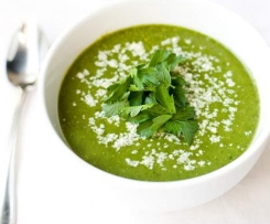 Bezlepková špenátová polévka z mladých kopřiv