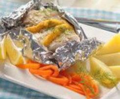Ryba v alobalu s mrkvovými nudlemi