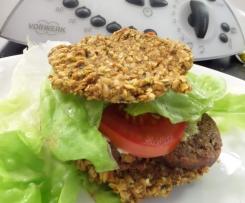 RAW burgery plněné RAW klobásou a RAW hořčicí